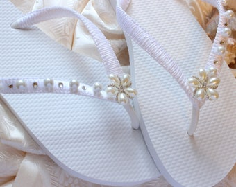 Beach wedding sandals, White Bridal FLIP FLOPS romantic wedding shoes, bridal flat sandals, wedding flip flops, beach wedding bridal slipper
