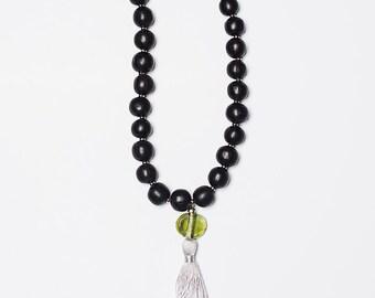 Collier Coeur de Marie/Bokeur/bois d'ebene/noir/vert/metal et verre recyclé/fait main/pompom soie/Style SO Original/bohemien/design aficain