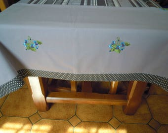 bouquets of violets 16 embroidered light gray linen tablecloth
