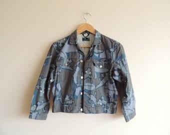 Kostenloser Versand - Vintage MARIMEKKO blau / grün/grau 100 % Baumwolle Kinder Jacke mit Krokodil/Eidechse print, Größe 140 groß, Kind/Teenager
