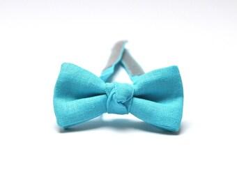 Boys Bow Tie in light blue. Linen Bow Tie. Kids Bow Tie. Ring Bearer Bow Tie