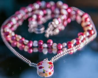 Double necklace with  pearls and mother-of-pearl pendant