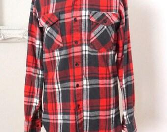 Vintage Red and Black Plaid Flannel Shirt Men Sz Medium Tall