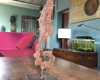 SEAHORSEIRON: Sculpture Horse of Sea in iron on pedestal