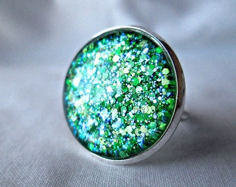 Green Ring; Hand Painted Glass Ring; Glitter Nail Polish Jewelry; Emerald Ring; Glass Cabochon Ring; Glass Dome Ring; 20mm Ring; Circle Ring