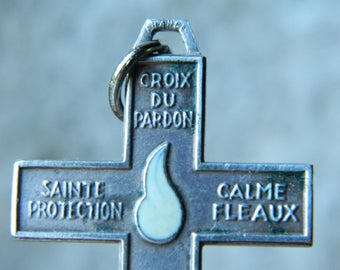 french vintage. Old cross H 4.5 cm. french cross vintage .christ / religion