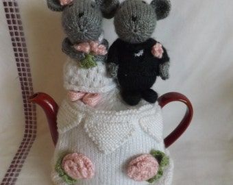 Knit Wedding Cake Teapot Cozy - Knit Mice Cake Toppers Teapot Cozy - Bride and Groom Teapot Cosy - Knitted Tea Cosy - Knit Teapot Cover