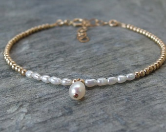 Freshwater pearl bracelet Bridesmaid bracelet Bridesmaid gift Bridesmaid jewelry Maid of honor bracelet Gold pearl bracelet wedding jewelry