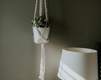 Square Knotted Plant Hanging / Detailed Macrame Plant Hanging