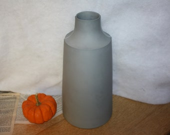 Edge Wood Made gray ceramic vase with exaggerated mold edge