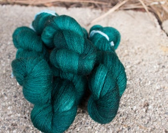 Kettle Dyed Emerald Green Lace Weight Merino Yarn Knitting Crochet 2 ply