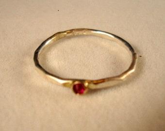 Ein winzig Pink Rubin in 10k gold und Sterling Silber Ring - fertig zum MaiL-Größe 5,5 - Verkauf umweltfreundlich und konfliktfrei - habe ich in den USA