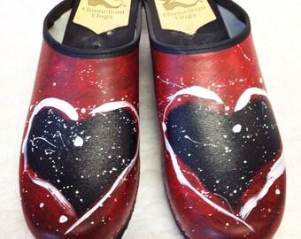 Painted heart classic medium heel clog