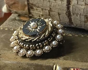 Dainty Diminutive Faux Pearl Studded Black Enamel Starburst Brooch Pin Unsigned 1970's 1980's Round Circular Feminine Woman Gold Tone Metal