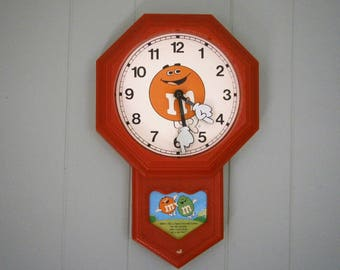 M and M Candy Clock, Working Clock, Red Clock, Mars Candy, 1979, Colletible Clock, Battery Operated Clock. Childs Room clock