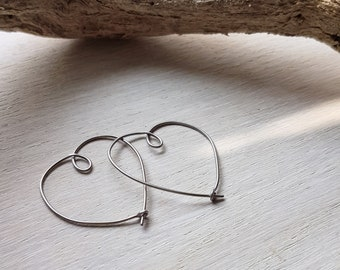 Small titanium heart hoops - Delicate statement earrings - Summer festival hoops - 0.8mm 20ga - Threader earrings - Boho beach bridal hoops