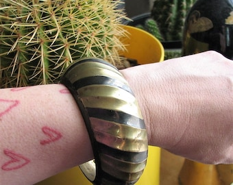 large domed brass bangle . hollow wide boho vintage striped brass bangle . 70s 80s tribal jewelry