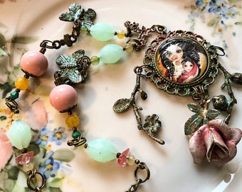 Handmade necklace with illustration in cabochon.