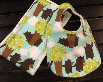 Woodland bears baby bib and burp cloth set with Bears in Woods fabric on Oso Cozy diaper