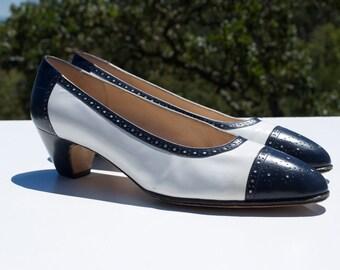 Vintage Salvatore Ferragamo Oxford Heels Blue White 8AA