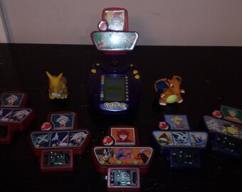 Vintage pokemon trainers handheld game w/ 5 cartridges and 2 figures