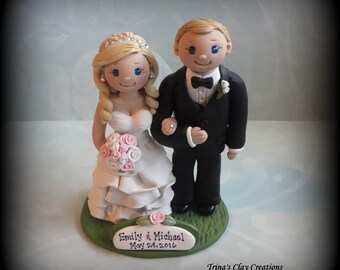 Wedding Cake Topper, Custom Wedding Topper, Bride and Groom, Arm in Arm, Anniversary Cake Topper, Personalized, Polymer Clay, Keepsake