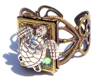 Sea Turtle Ring, Locket Ring, Turtle Ring, Turtle Locket, Peridot Locket, Vintage Locket, Photo Jewelry, Peridot Crystal, Locket