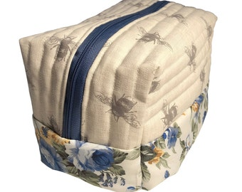 Linen Bee and Cabbage Rose Wash Bag | Bathroom