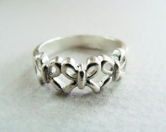 Silver Bow ring - sterling silver metalwork - Sterling Silver Bow Ring - Mother Sister Daughter Ring - 3 Generations Ring - Sisters Ring