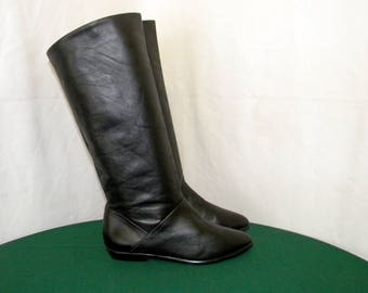 Sz 6.5m Vintage Tall Black Leather 1980s Women flat pirate slouch boots.