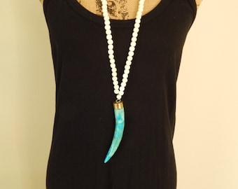 Large turquoise bone tusk necklace on white wood beads, statement necklace, long necklace, beach chic, summer fashion, boho style