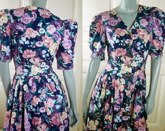 Floral Prairie Dress, 1990s German Vintage Lightweight Cotton Short Puffed Sleeves Trachten Floral Folk Dress: Size 10 (US) 14 (UK)