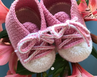 Two month old baby boots Crochet sneakers for girl Pink hand knit baby booties Organic newborn shoes Soft sole booties Baby shower gift idea