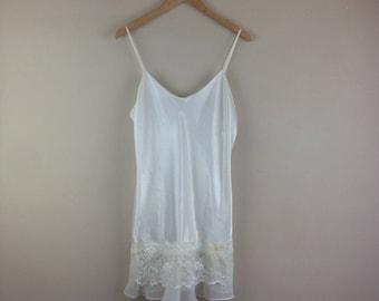 VTG Ivory short lace bottom Nightgown Womens SZ M Fairy Kei kawaii NG9