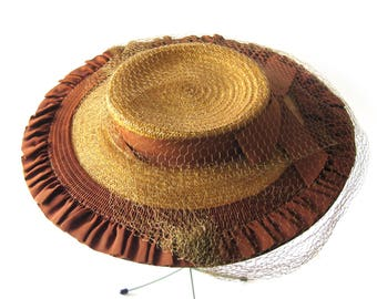 "1940s ""New Look"" Natural Straw and Brown and  Cartwheel Hat / Platter Hat with Bow and Netting / New York Creation / Size 22"