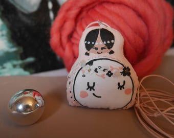 Collier maternité - poupette avec bola intégré - coton rose imprimé lune