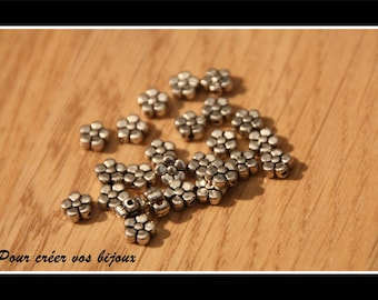 Set of 10 beads in Silver flower shaped with 5, 5 x 2, 5mm