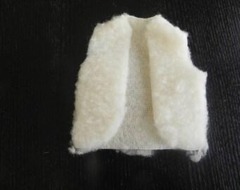 Vest faux fur sheep height 12 cm by 9.5 cm