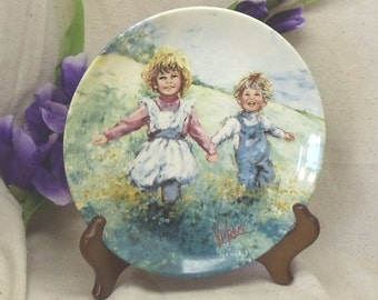 """Vintage Fine Porcelain 1982 Collectors Plate,""""Playtime"""",2 Children,My Memories, Mary Vickers,Made in England,Wedgwood,#VB7104"""