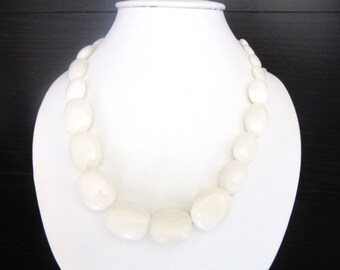 Marbled Lucite Necklace Chunky Graduated Beads White on White 18 - 21 Inches