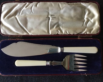 Walker and hall boxed silverplate fish servers