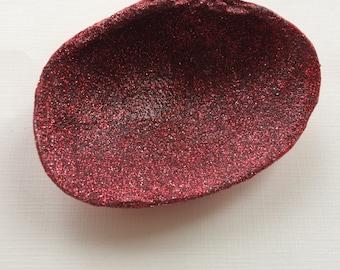 Sea Shell Ring Dish, Clam Shell Ring Holder, Sea Shell Jewelry Dish, Red Glitter Ring Dish Holder, Teacher Gift, Bridal Shower Gift