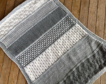 Baby blanket in white and grey shades