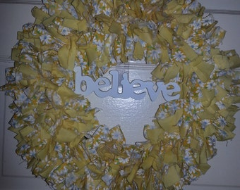 "14"" Got to Believe Daisy Cloth Wreath"