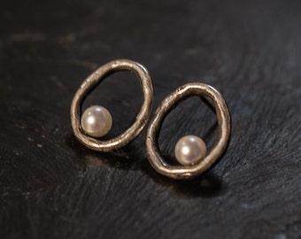 open circle oxidized silver earrings with japanese akoya sea white pearl - guiding star