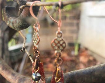 Vintage copper earrings with copper and green handpainted sparkling Kombucha culture and metallic pearl.