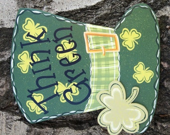 St Patrick Wood Sign Decoration - Top Hat with Shamrocks - Door or Wall Hanging
