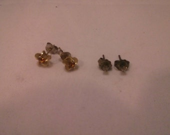 Vintage lot of two pairs of stud earrings