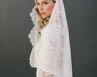 CUSTOM Laca Mantilla Veil for Monique