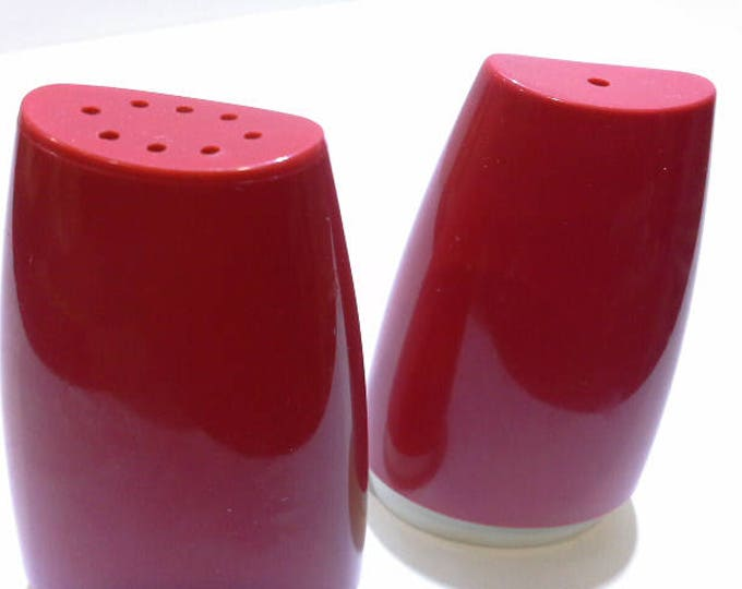 Vintage Red Bakelite & White Plastic Salt n Pepper Shakers 70s Mid Century Retro